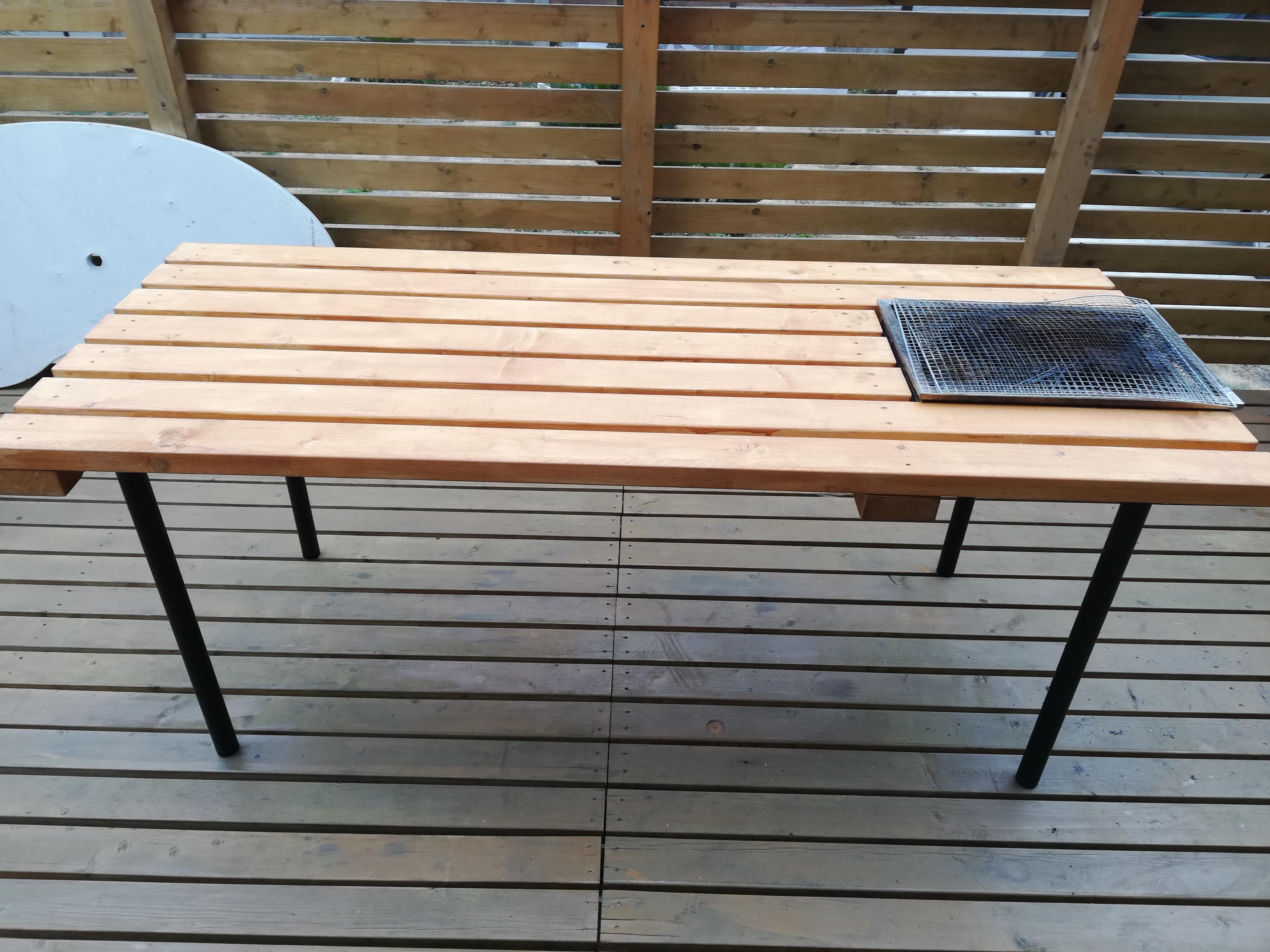 バーベキュー用テーブルをDIY